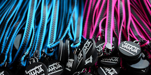 Zipper lanyard with logo puller