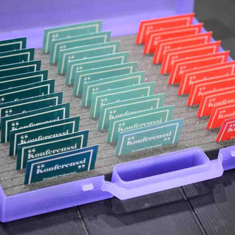 Translucent Plastic suitcase tray for conference badges, height 60mm, 20 grooves